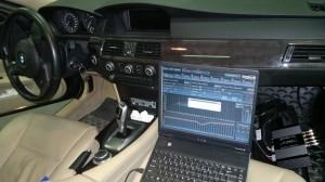 Ustawianie dźwięku w zamontowanym w BMW E90 procesorze. Procesor znacznie poprawił jakość brzmienia fabrycznego zestawu audio.